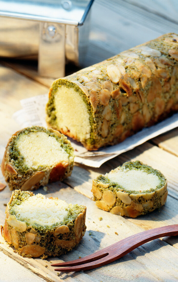 Green tea and almond log cake