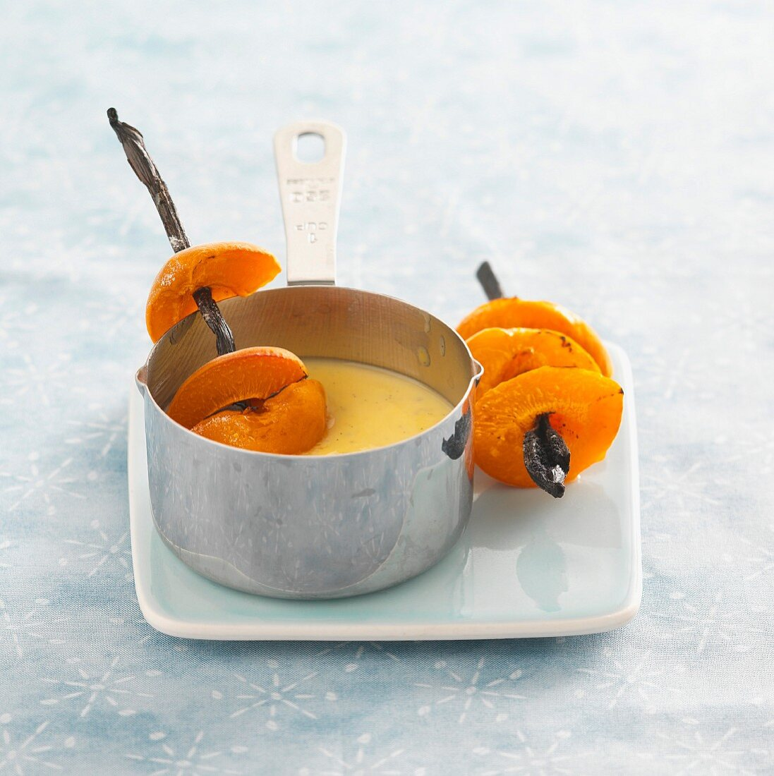 Apricot skewers with vanilla sauce