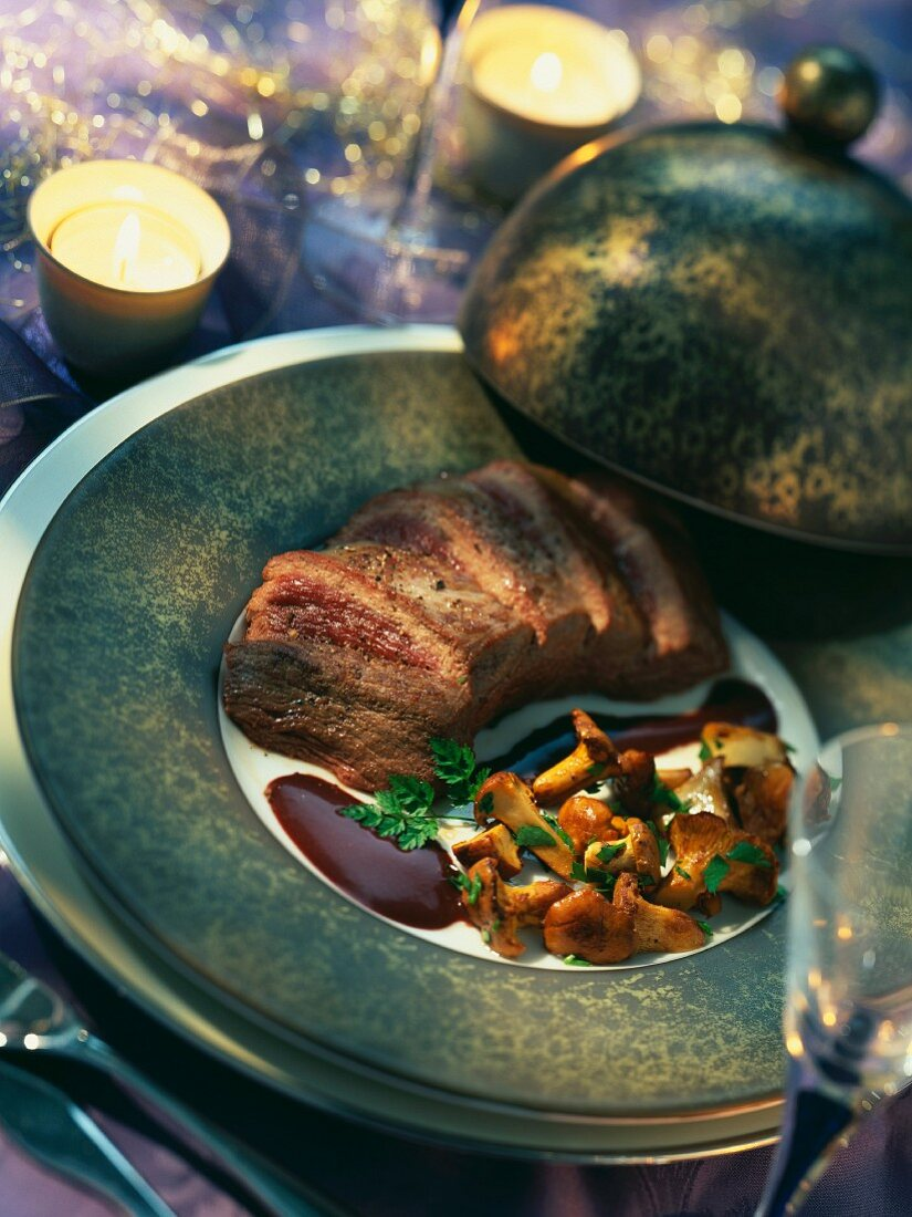 Ostrich fillet with cocoa and fried chanterelle mushrooms