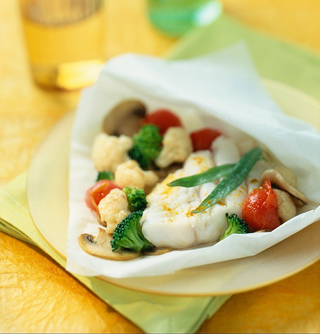 Cod with fine vegetables in baking paper