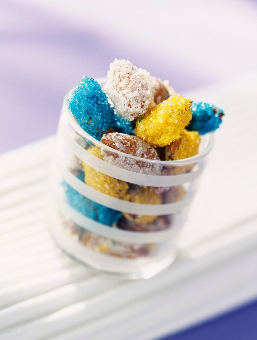 Crystallised almonds with coloured sugar