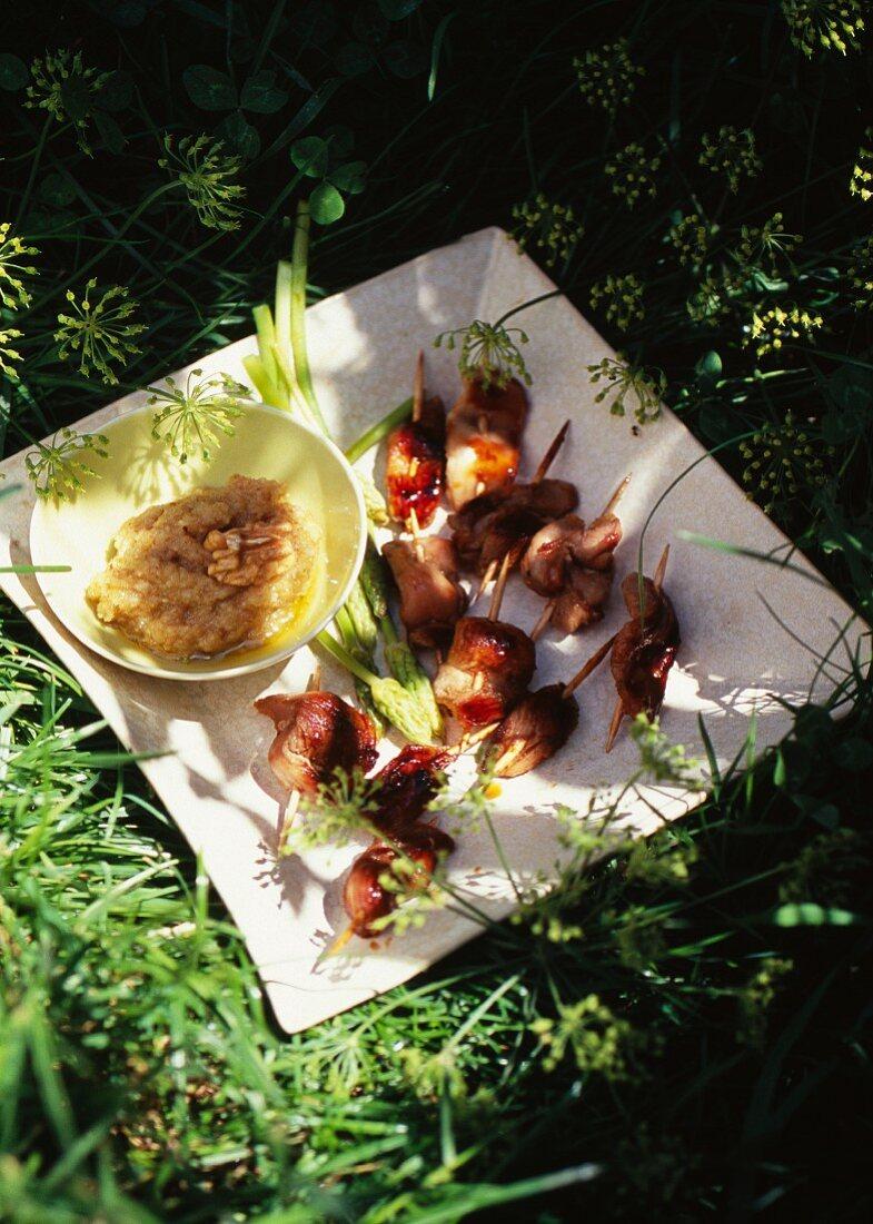 Aillade (Knoblauchsauce) mit gegrillten Hähnchenstücken