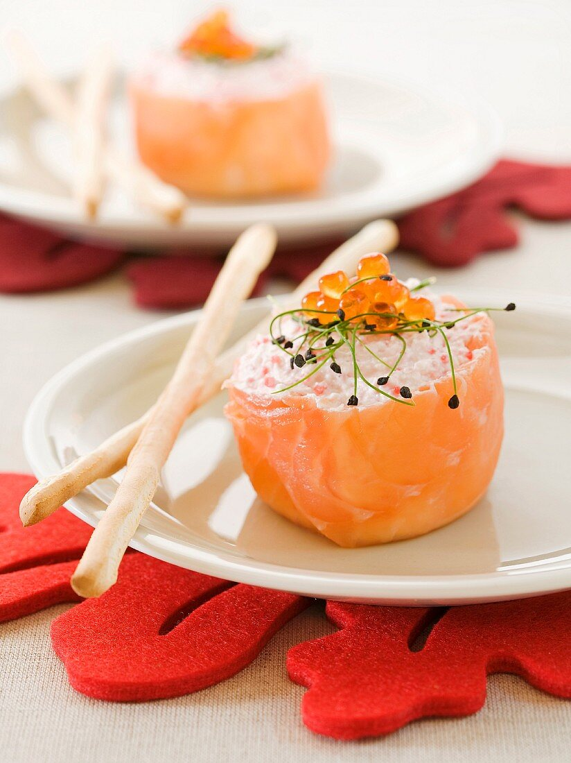 Smoked salmon rolls filled with cream cheese