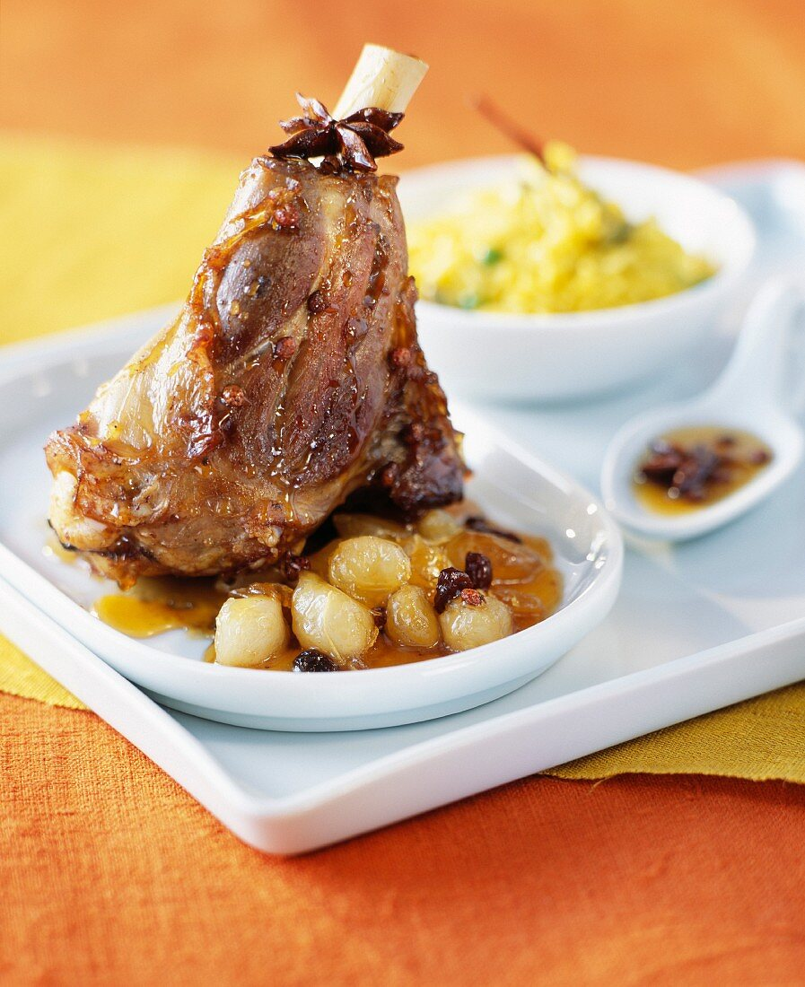 Lamb knuckle joint with spices