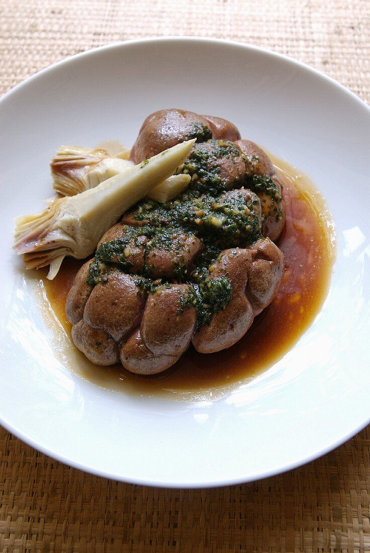 Pan-fried kidneys with parsley ,purple artichokes and gravy