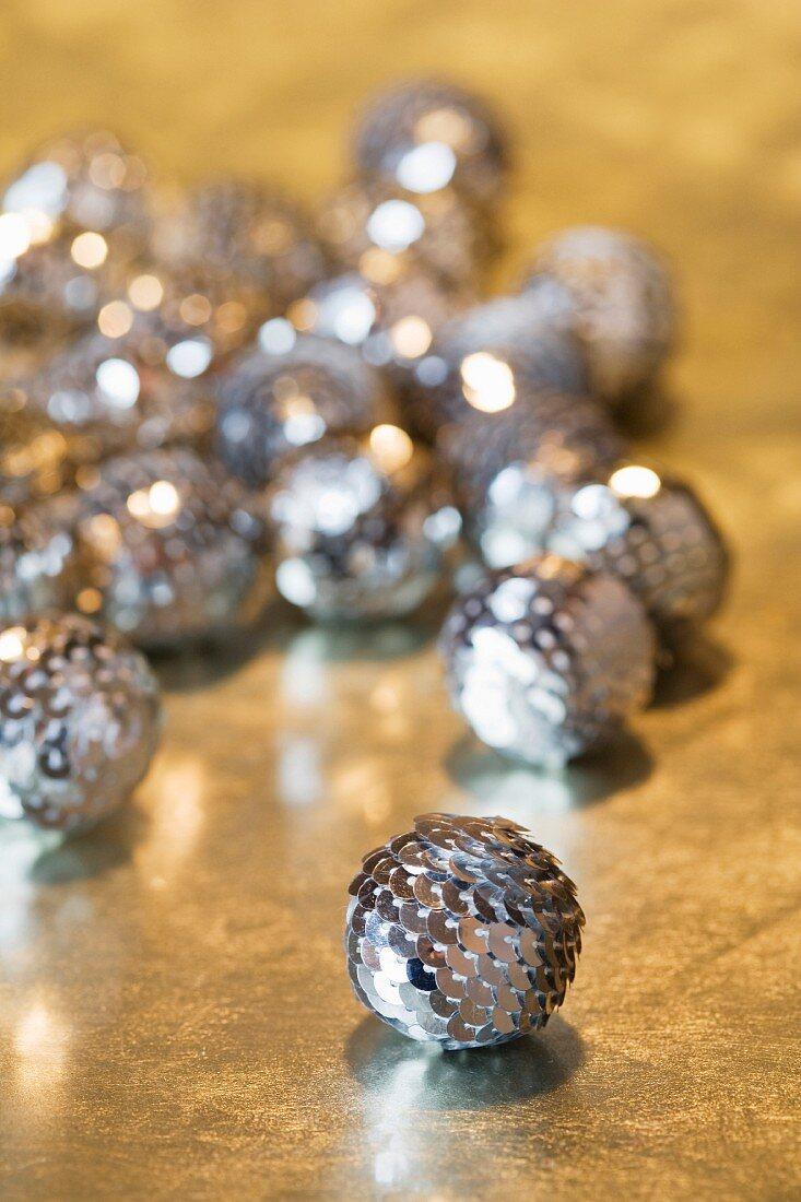 Christmas decoration:silver balls