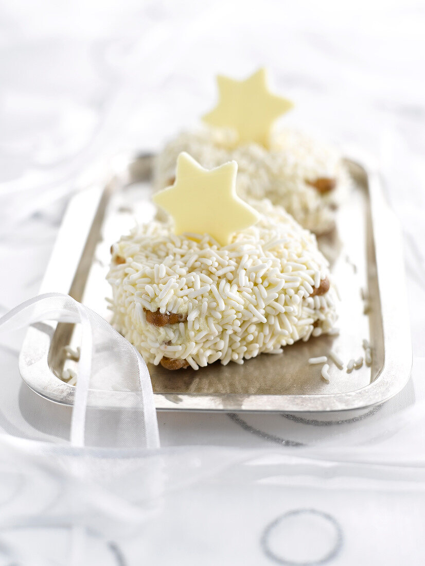 Rich tea biscuits with amaretto and white chocolate