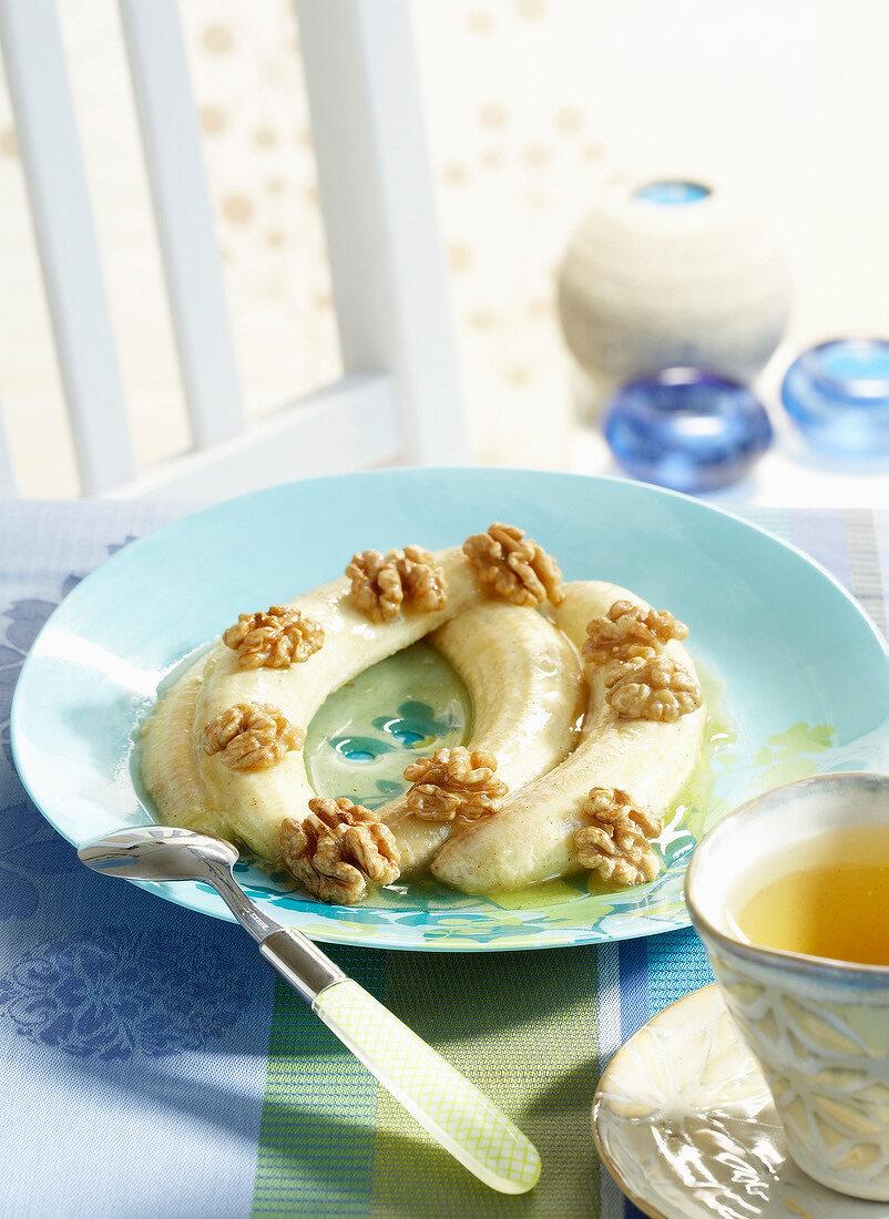 Roast bananas with walnuts and honey