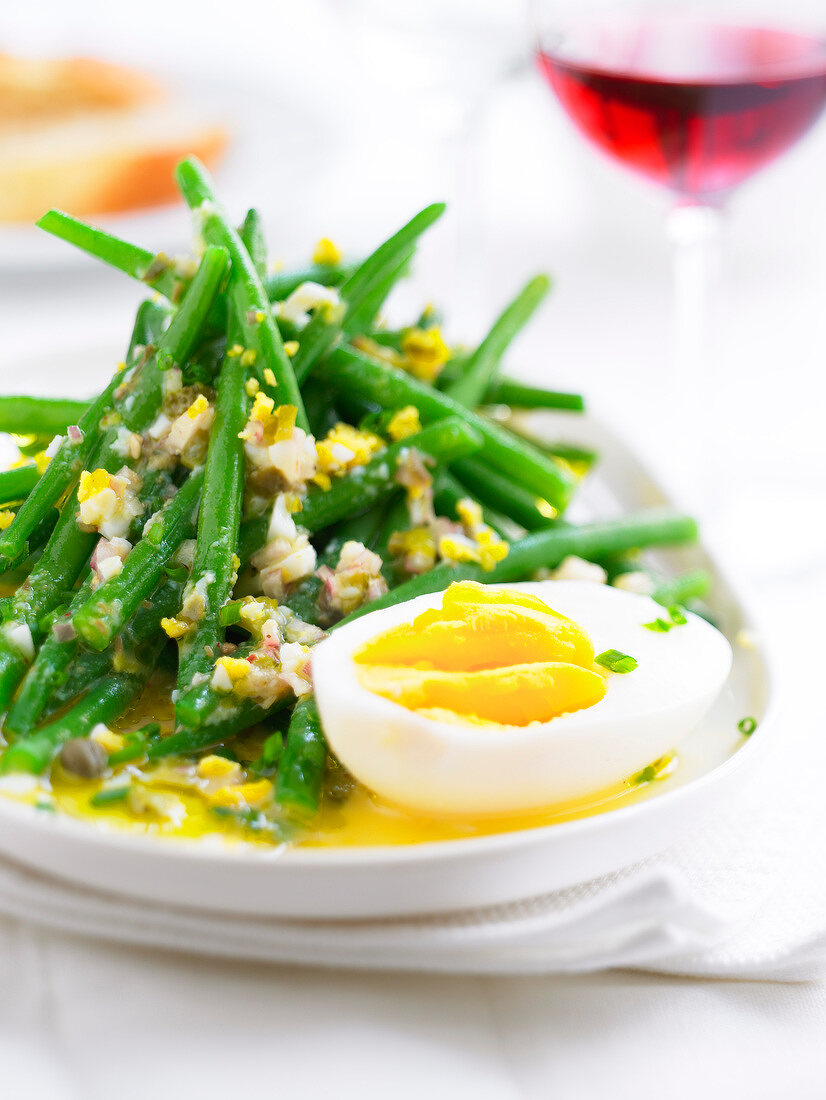 Green bean and crushed egg salad