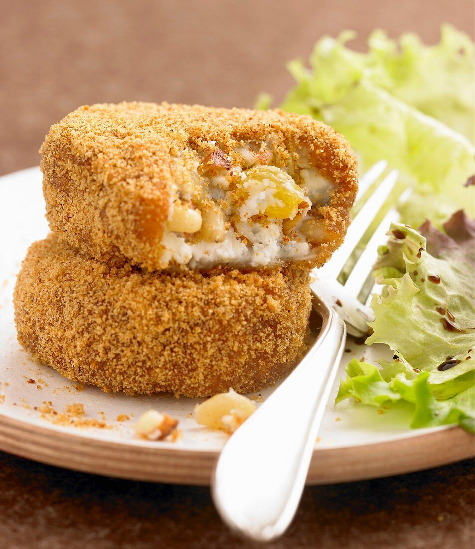 Goat's cheese and dried fruit Croquettes coated in breadcrumbs