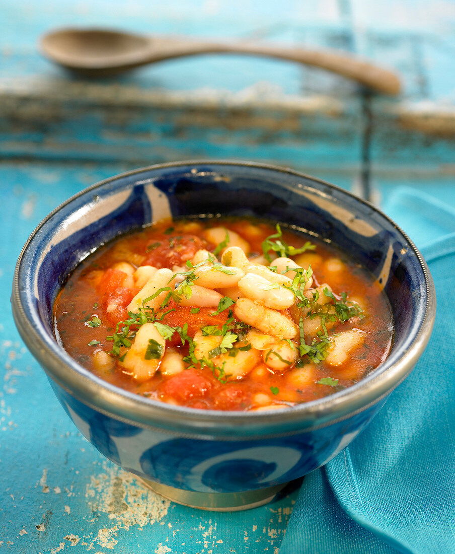 White haricot bean and tomato soup