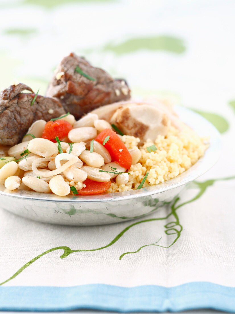 Couscous with white haricot beans and tomatoes