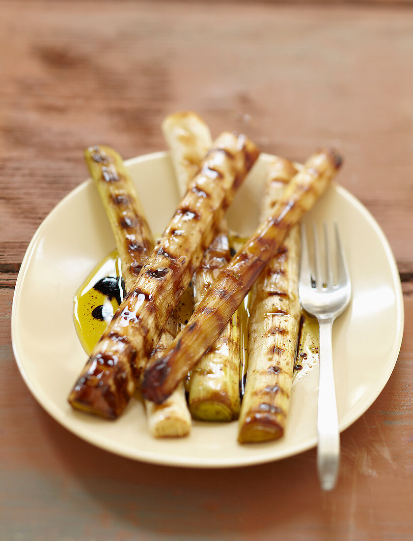 Grilled white of leeks with balsamic vinegar