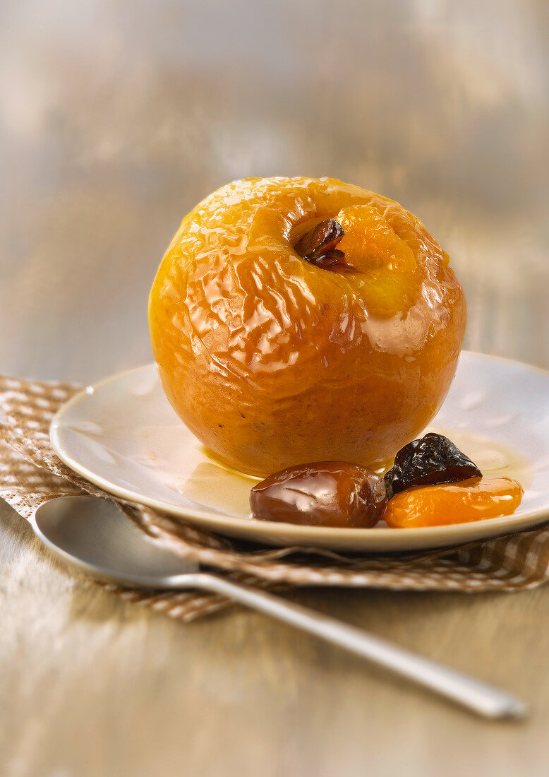Baked apple with dried furit