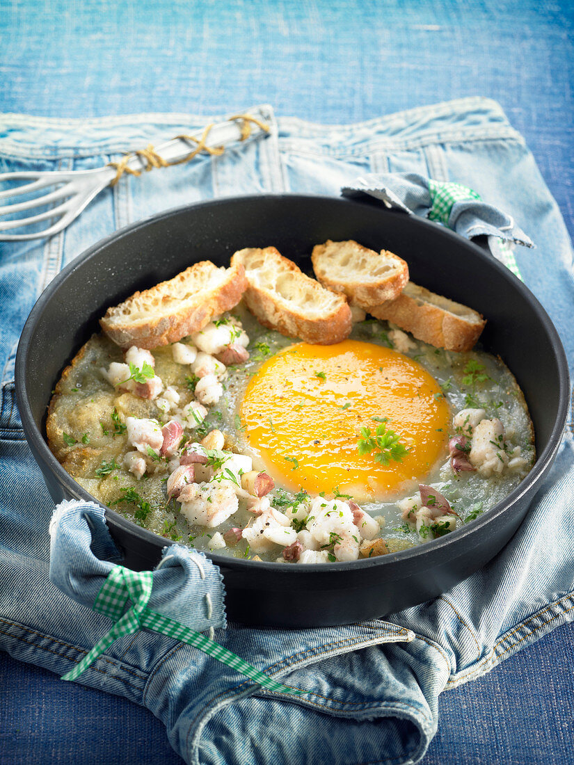 Ostrich omelette with salt-cod,parsley and bread