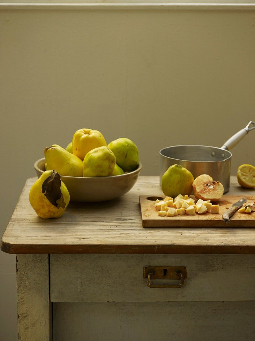 Preparing the quince for jam