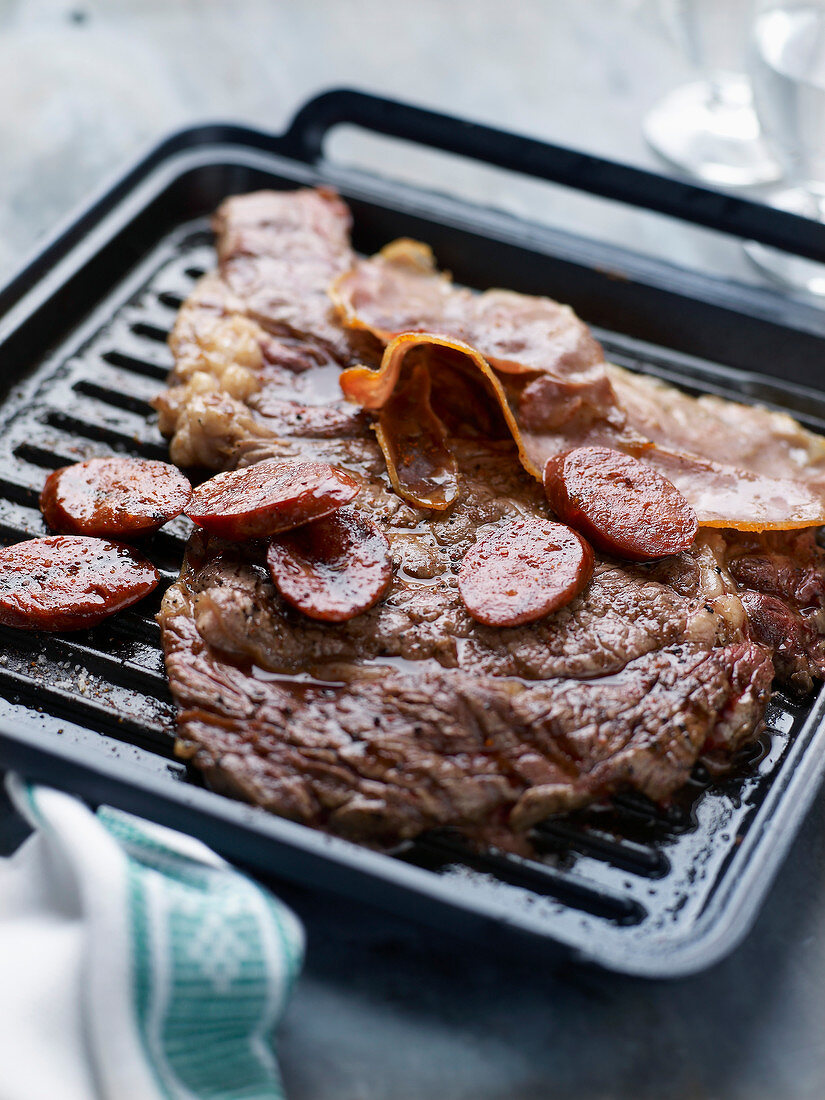 Grilled entrecôte with chorizo and bacon