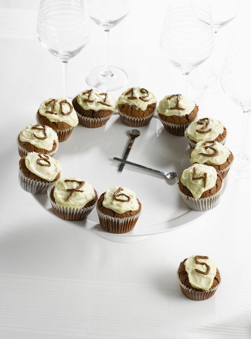 Clock-shaped chocolate cupcakes
