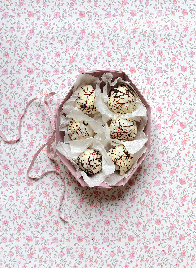 Apple and almond paste popcakes