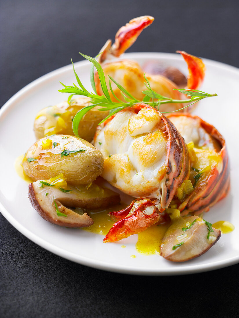 Spiny lobster in Champagne sauce,sauteed Ratte potatoes and ceps