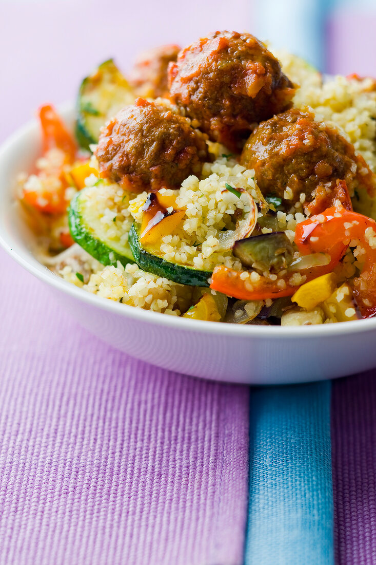 Beef meatballs with semolina and vegetables