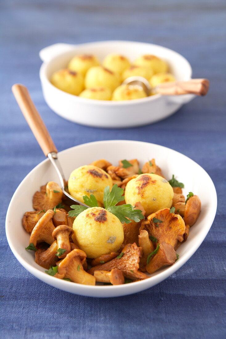 Polenta balls with chanterelles