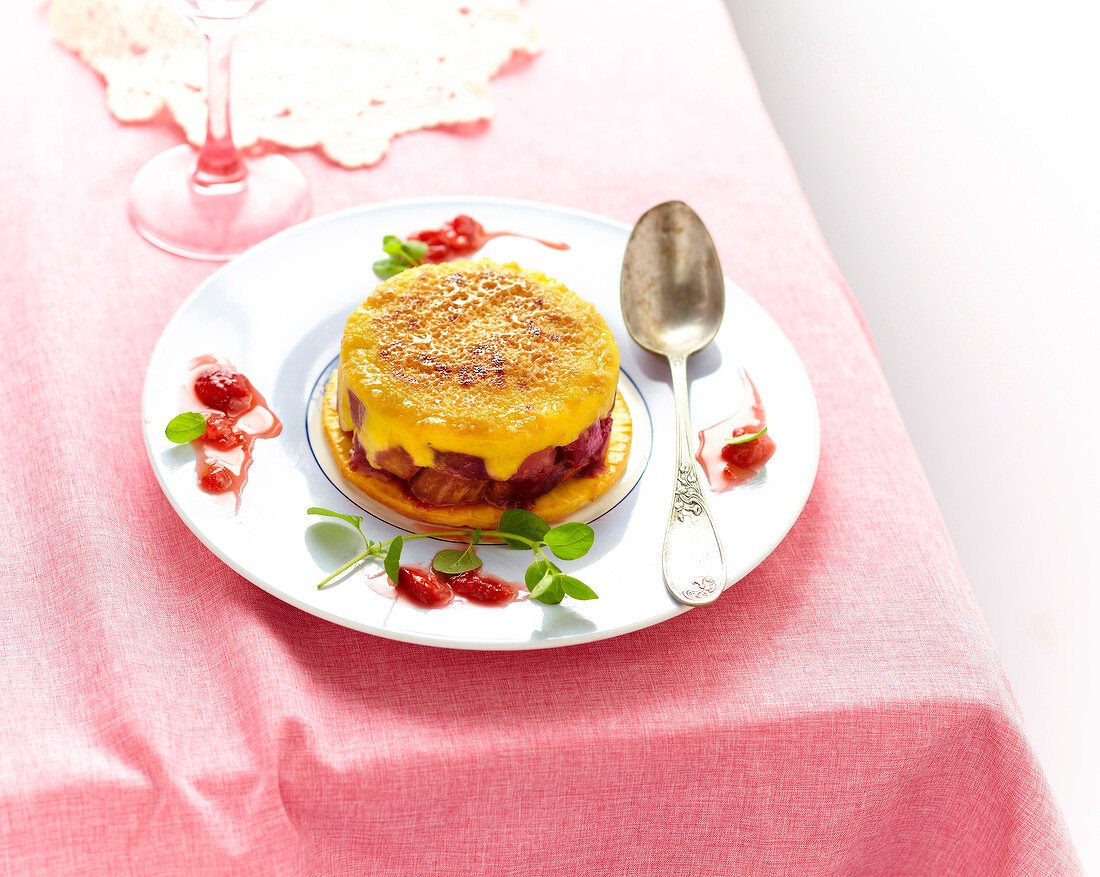 Crème brûlée-style rhubarb and mango ice cream dessert
