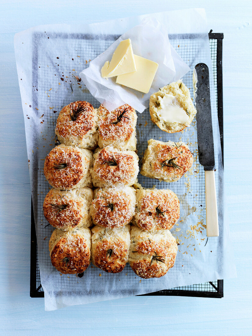 Porridge,cheese and rosemary scones