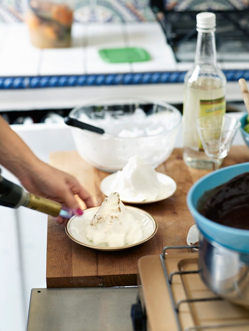 People burning a meringue with an iron burn