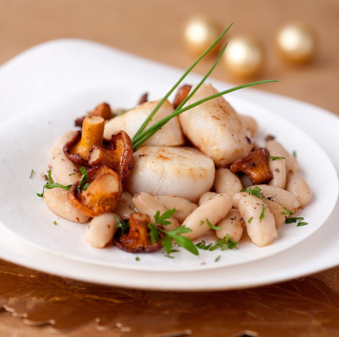 Scallops with white haricot beans and chanterelles