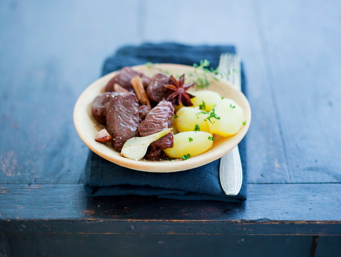 Macreuse stewed with spices and steamed potatoes