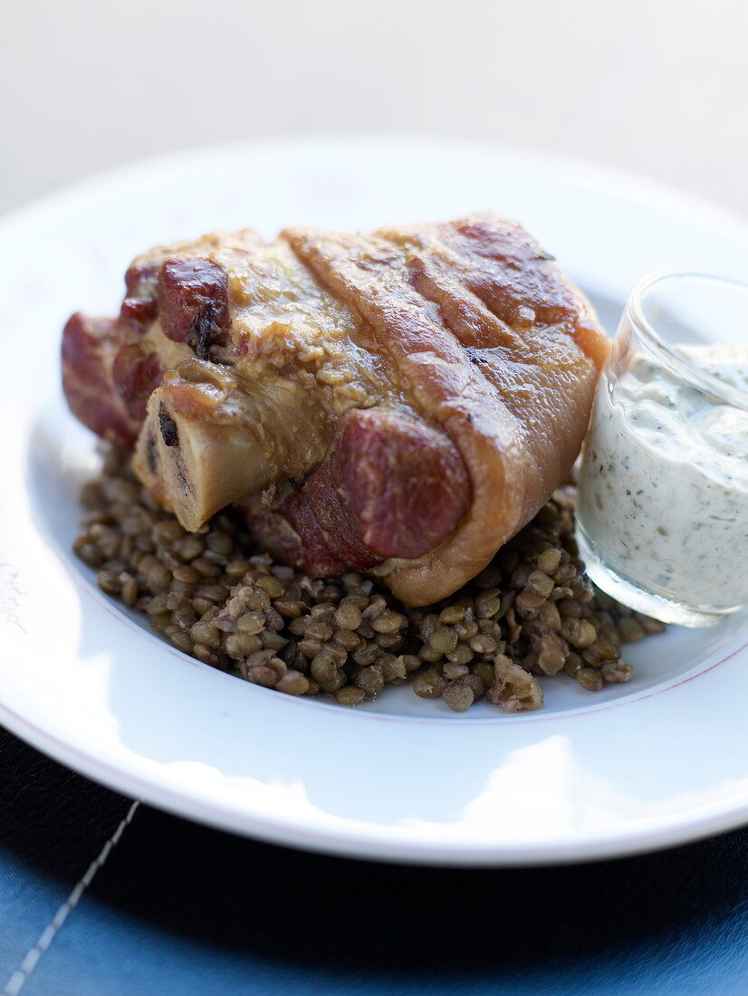 Knuckle of pork with lentils