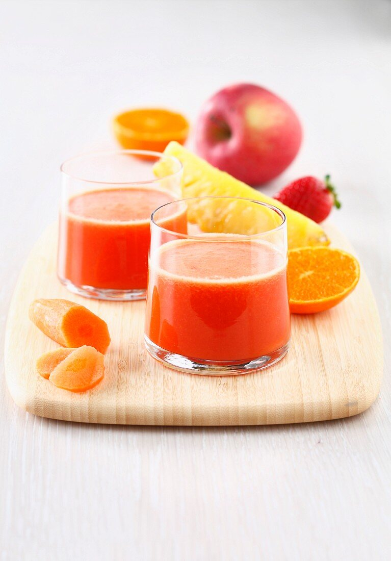 Pineapple,carrot,strawberry,apple and clementine energizing juice