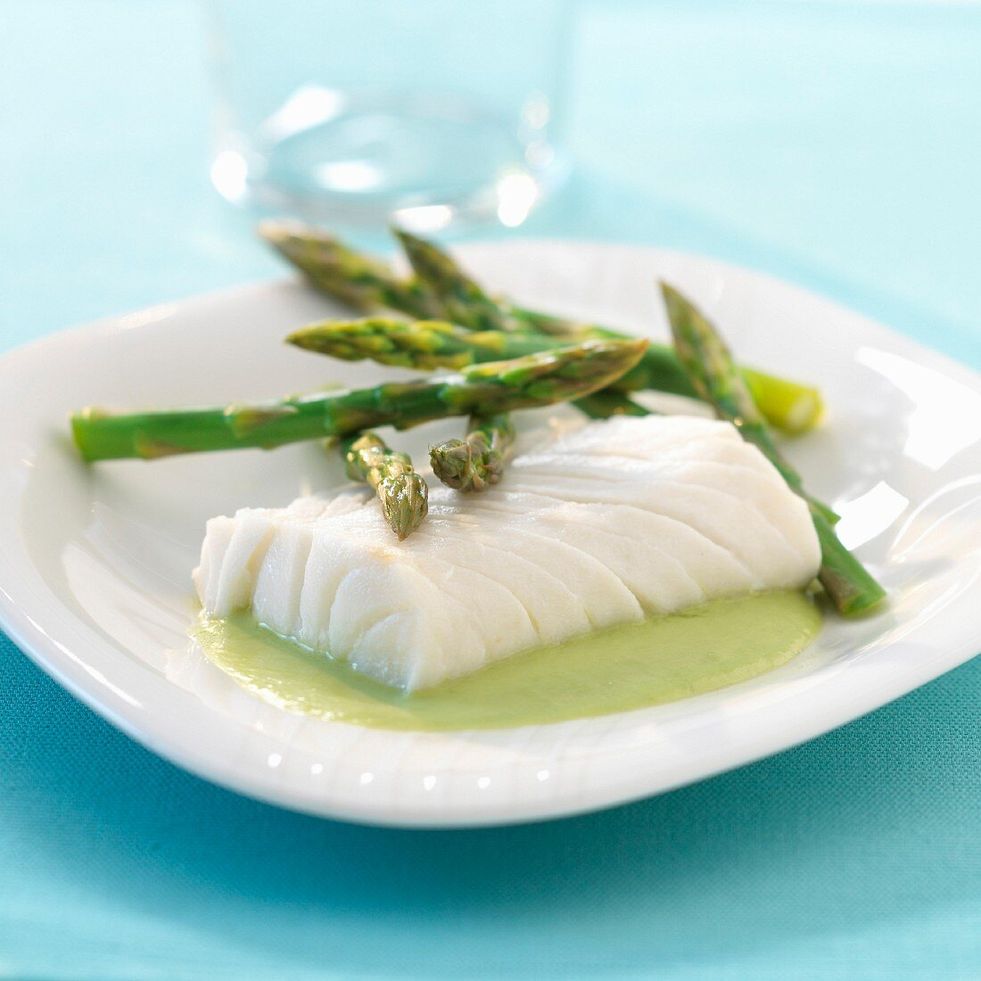 Fillet of cod with green asparagus coulis