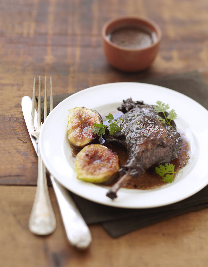 Leg of duck with figs