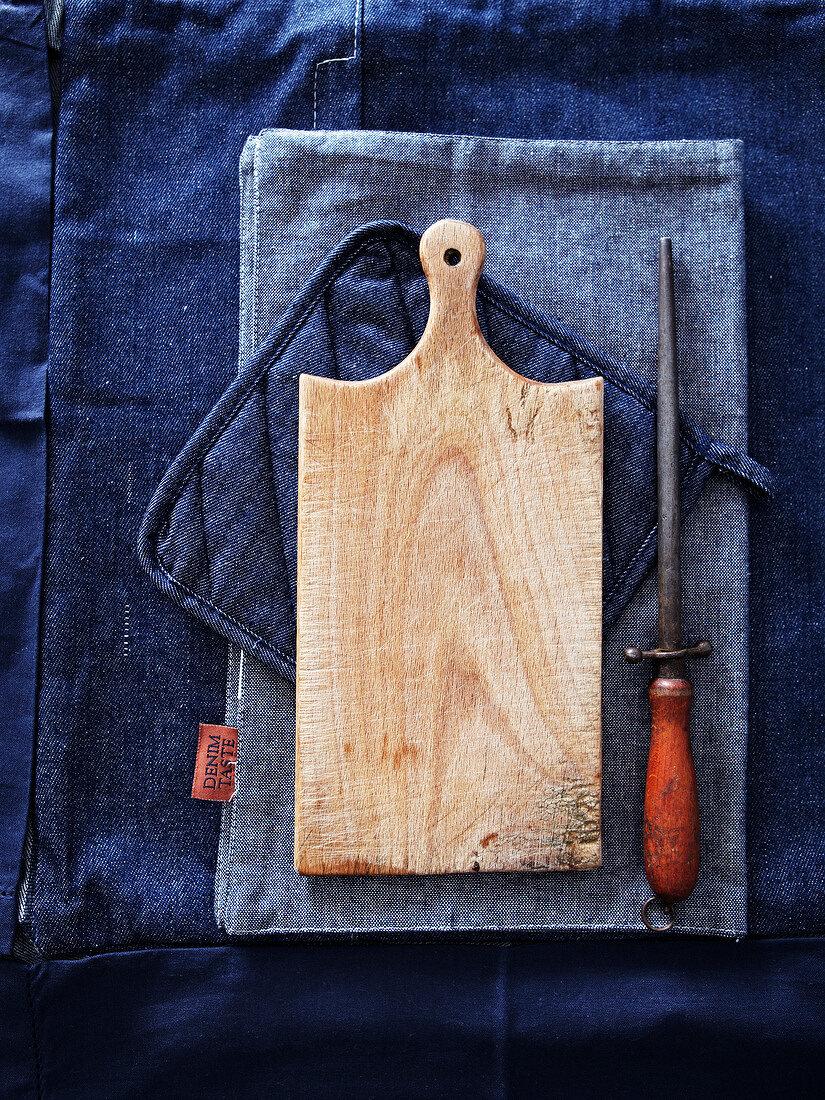 Chopping board and knife sharpener