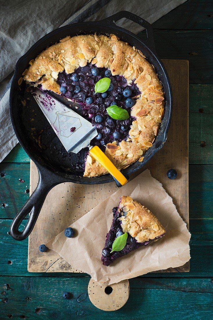 Blueberry cake with a dough edge