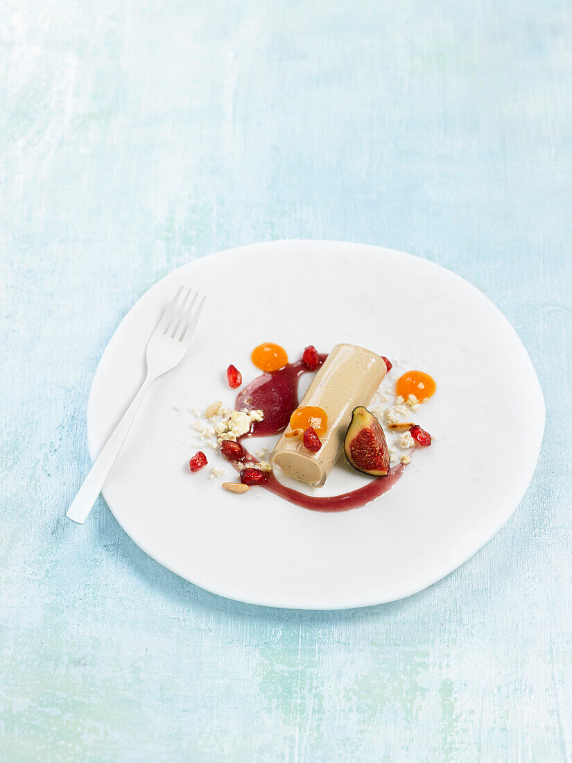 Cannelloni with foie gras, kaki and spicy pomegranate coulis