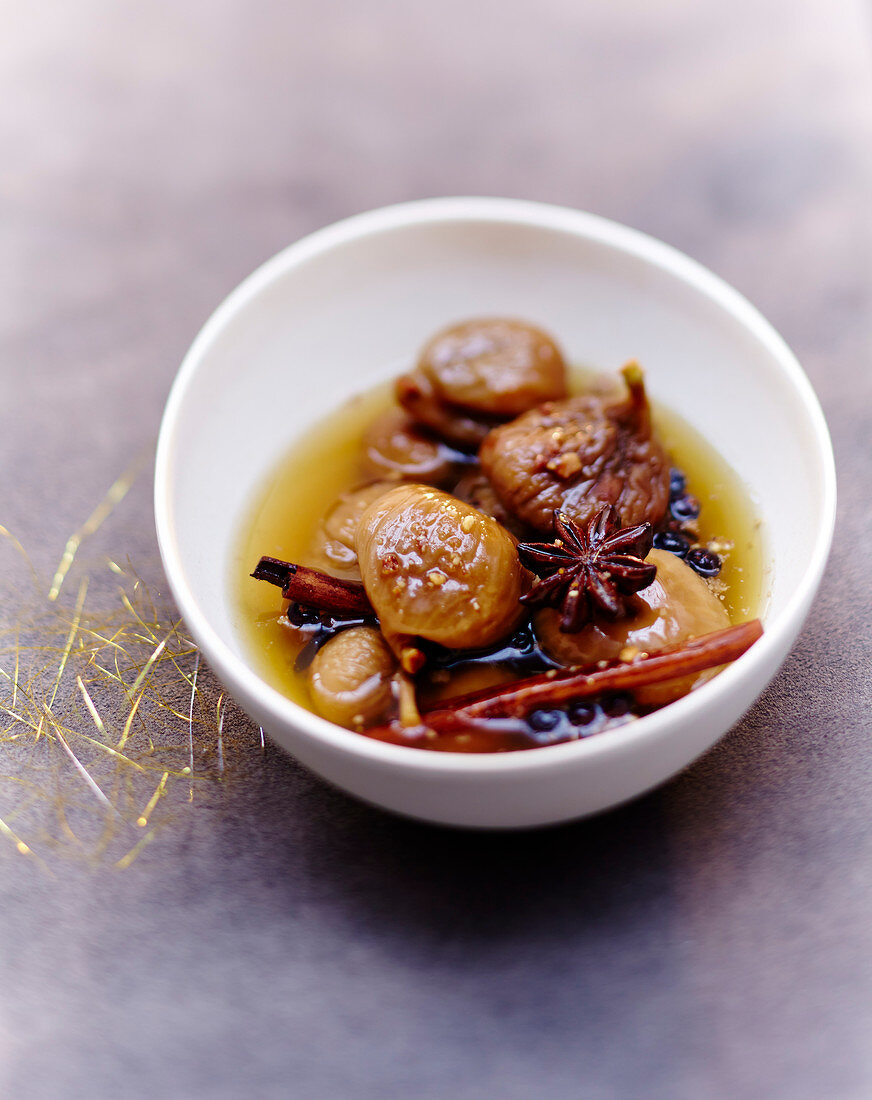 Spicy stewed figs in syrup