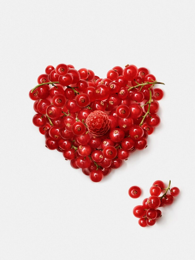 Herz aus roten Johannisbeeren