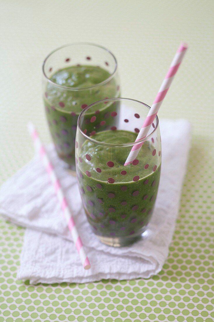 Spinach-orange green smoothie