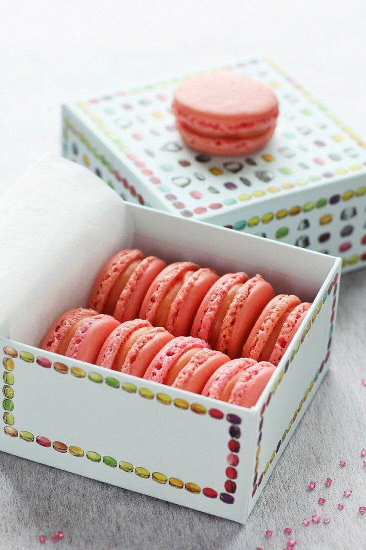 Strawberry Tagada macarons