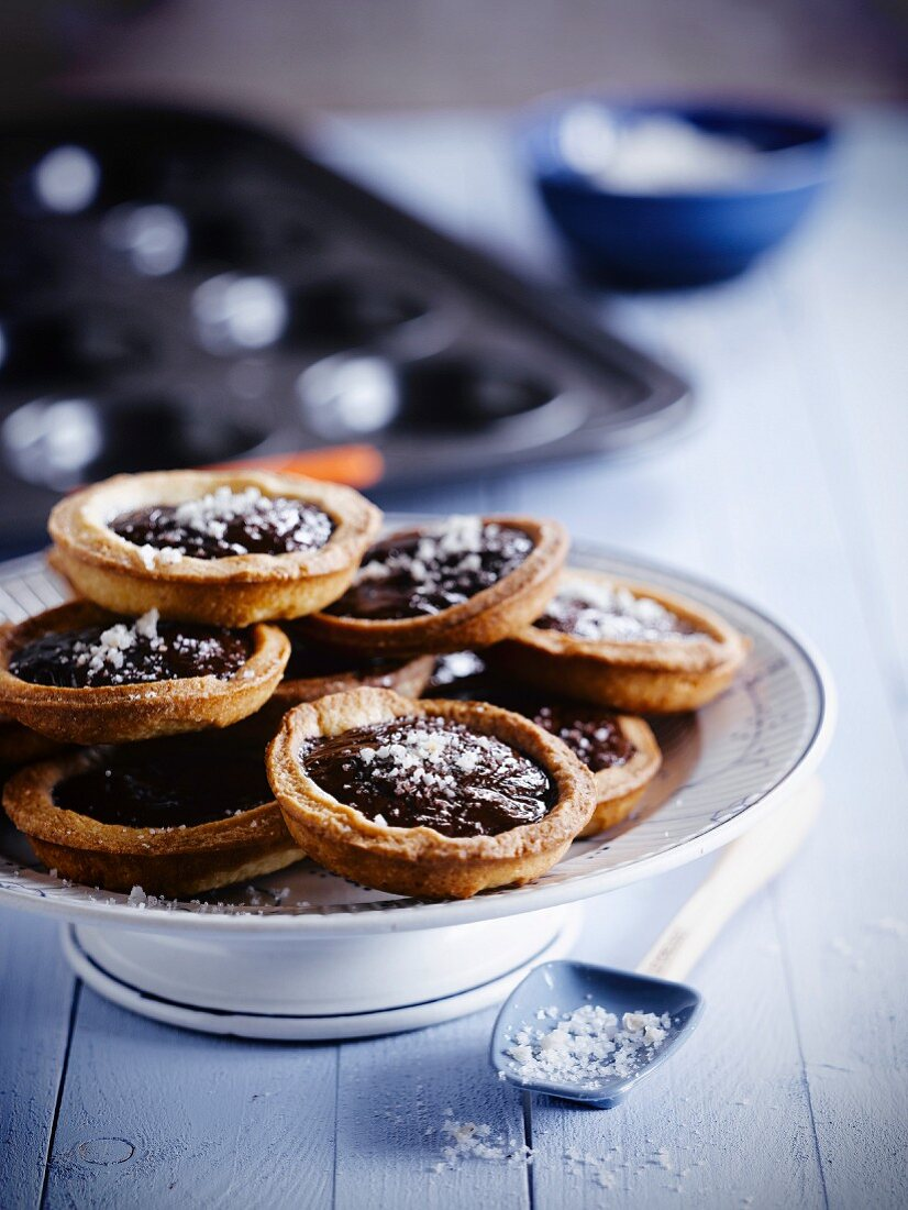 Toffee-chocolate tartlets