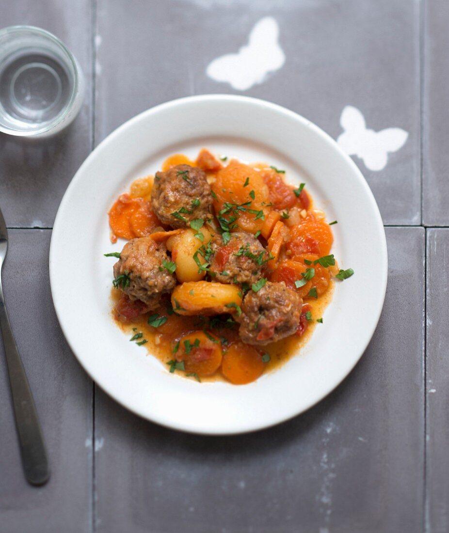 Kefta, carrot and dried apricot tajine