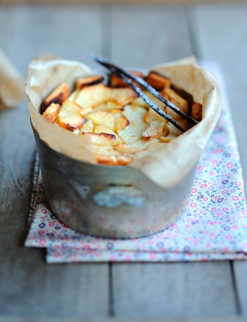 vanilla and apple pudding