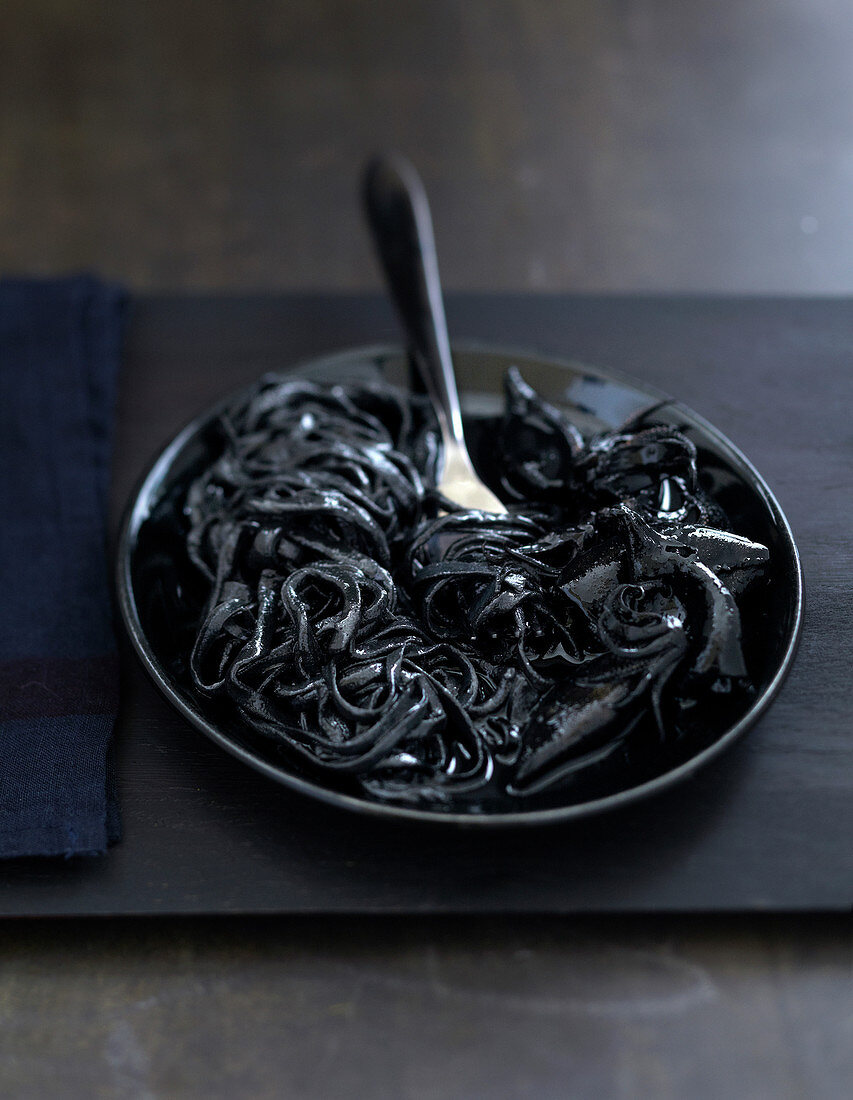 Linguine and squid with squid ink