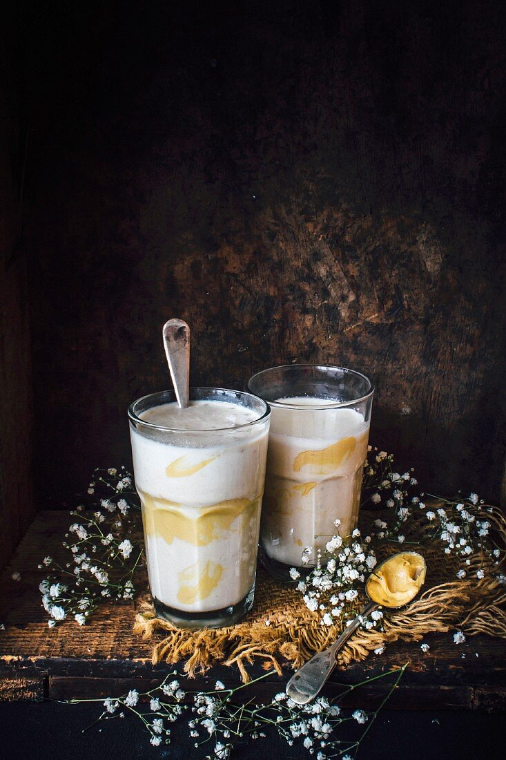 Peanut butter, banana and oatmeal smoothie