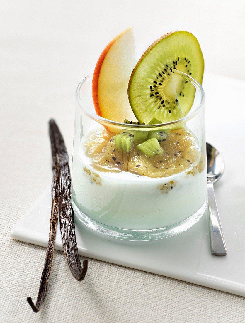 Yoghurt with stewed kakis, apple and vanilla-flavored kiwi