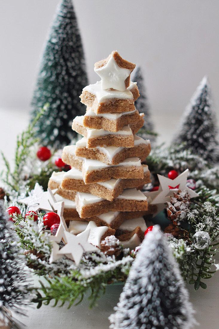 Cinnamon star biscuit pyramid