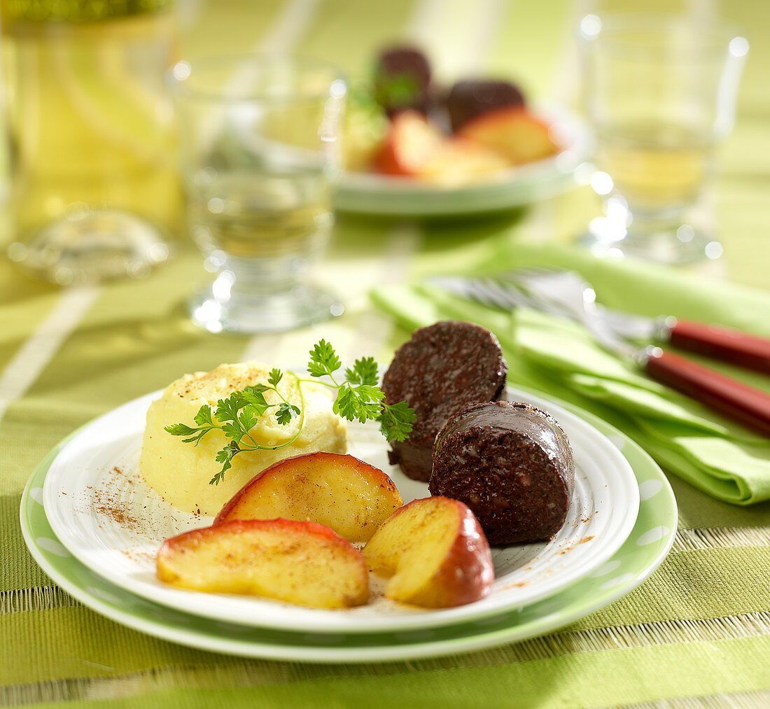 Blood sausage, mashed potatoes and roasted sliced apples